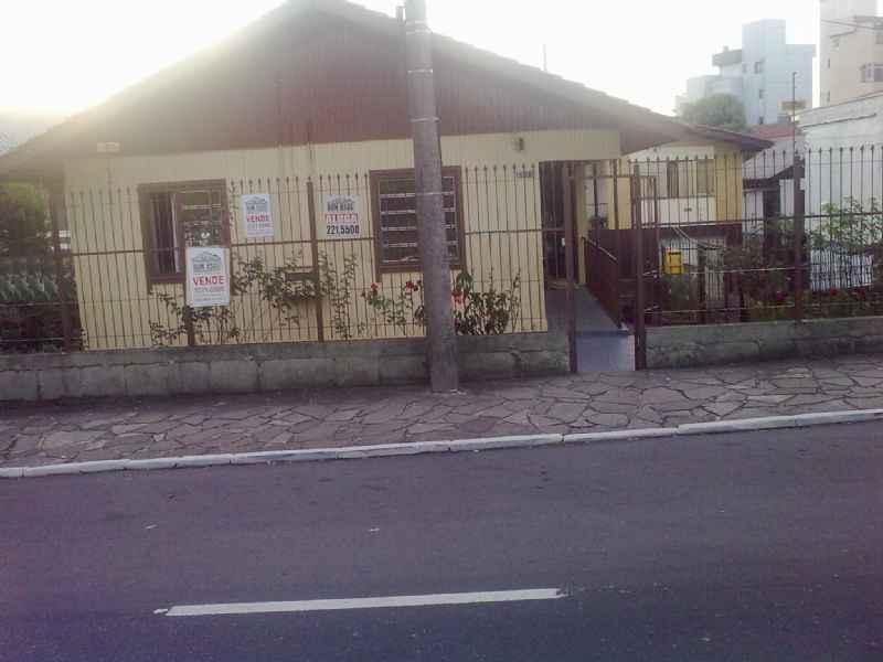 Casa                 3 d  no bairro SANTA CATARINA       em Caxias do Sul