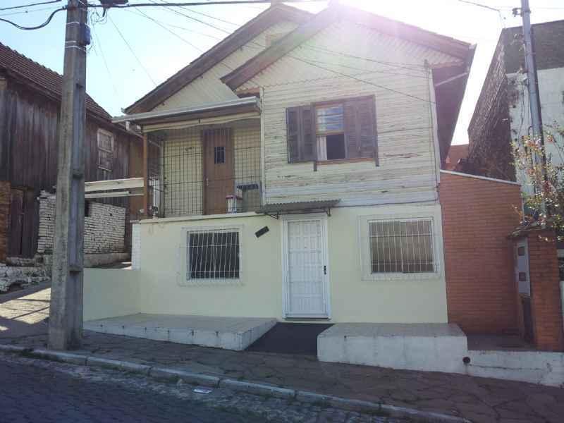 Casa                 3 d  no bairro PIO X                em Caxias do Sul