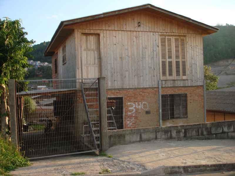Casa Dois Pisos      2 d  no bairro REOLON               em Caxias do Sul