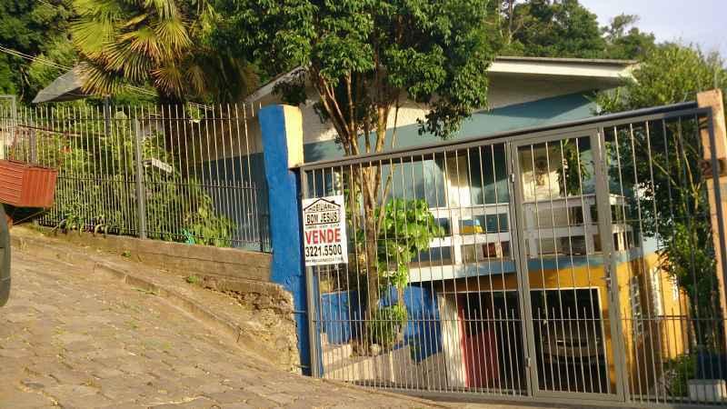 CASA DE ALVENARIA    3 d  no bairro DE ZORZI             em CAXIAS DO SUL