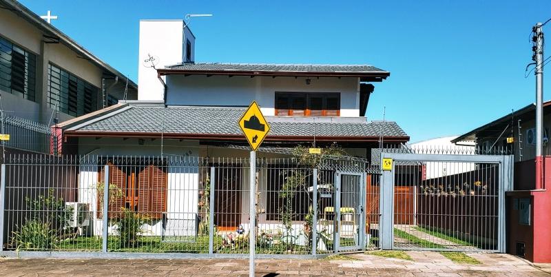 Casa                 4 d  no bairro PRESIDENTE VARGAS    em CAXIAS DO SUL