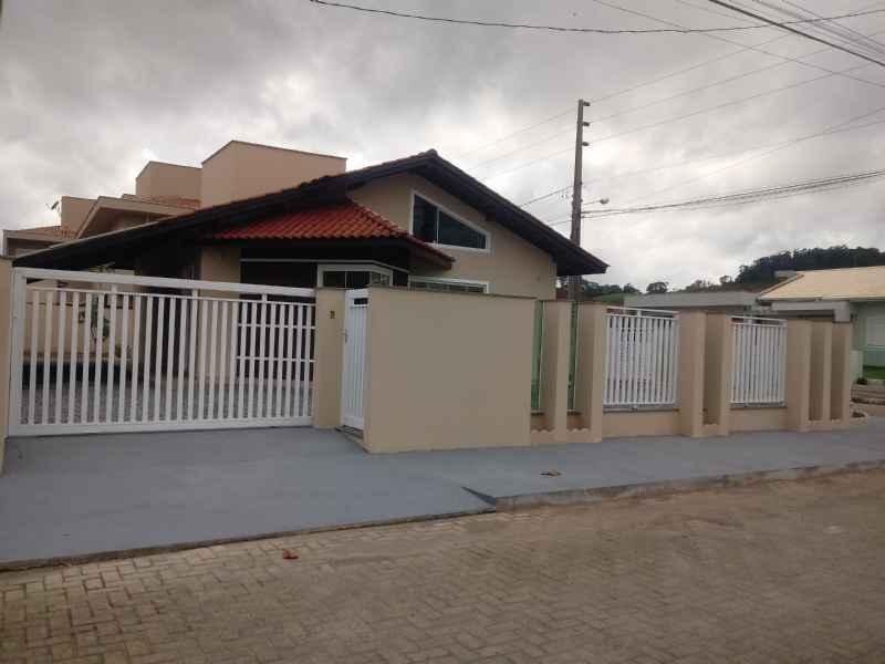 CASA 3 dormitórios no bairro BANANAL DO SUL em GUARAMIRIM